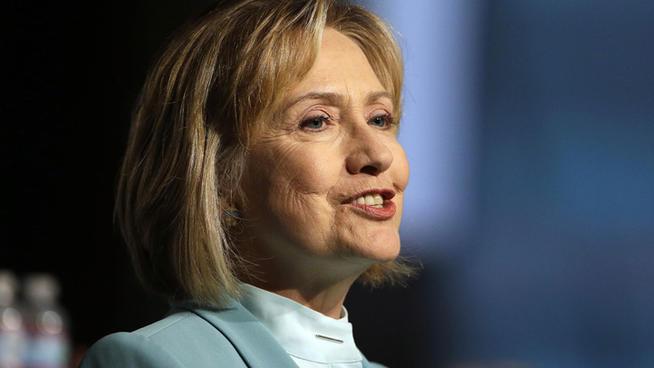 Clinton speaks at the Chicago House on September 18