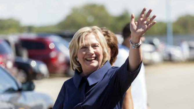 U.S. Democratic presidential candidate Hillary Clinton waves to voters following a campaign stop at the Hawkeye Labor Council AFL-CIO Labor Day picnic in Cedar Rapids, Iowa September 7, 2015.     REUTERS/Brian C. Frank
