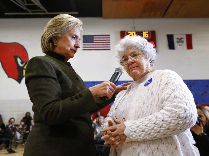 635896129740130886-DEM-2016-Clinton-lehrler-dmreg.com-6